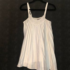 Victoria's Secret 💋 white pleated chemise